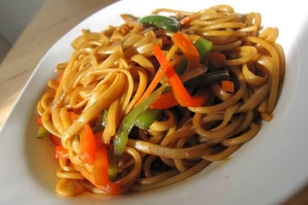 Receta pasta con pollo y salsa de soja