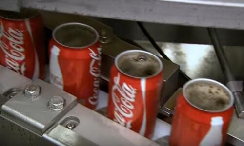 Cómo llenan latas de coca cola