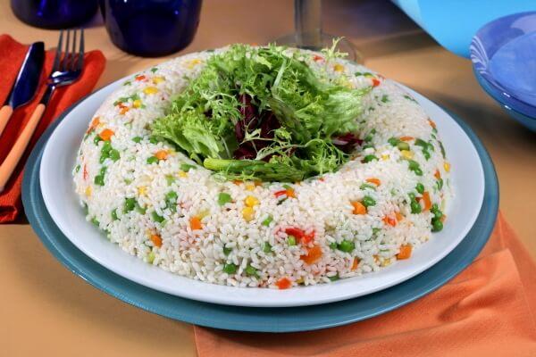 cómo hacer corona de arroz con verduras